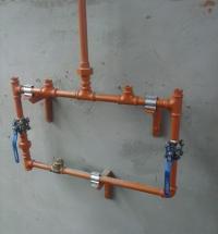 Instalação de rede de sprinklers